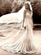 kate-moss-wedding-dress-backkate-moss-wedding-mario-ceszevle