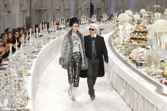 Chanel-pre-fall-2012-collection-and-extravagant-show-3